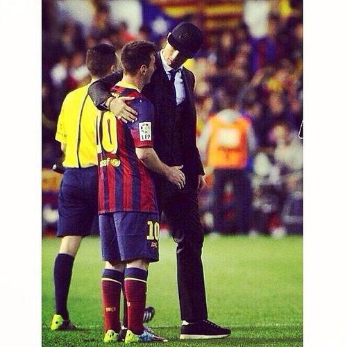 No hay que compararlos, hay que DISFRUTARLOS!! Humildad Crack CristianoRonaldo Messi losmejoresdelmundo halamadrid campeonescopadelrey2014