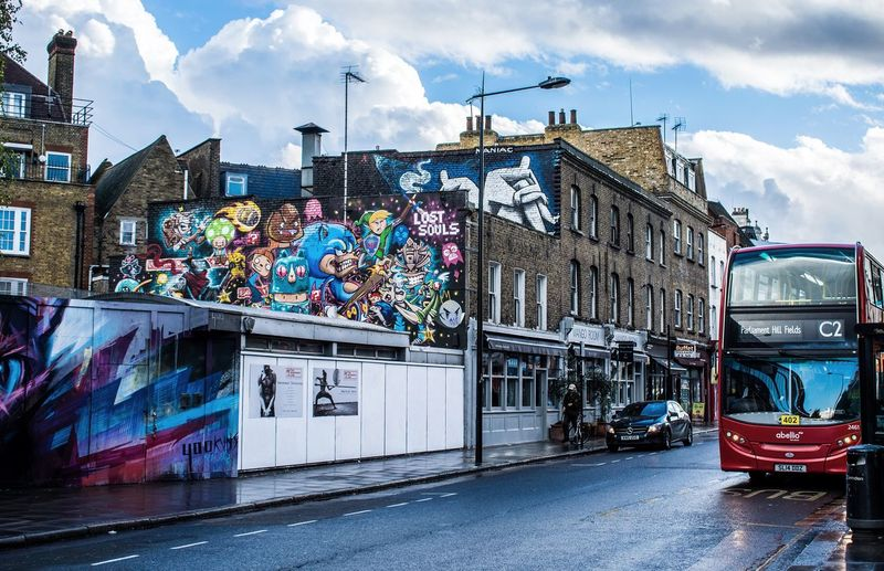 HDR Foto von Streetart in London Graffiti Architecture Cloud - Sky Built Structure Street Art Building Exterior Sky City Day Outdoors Multi Colored No People Art Is Everywhere