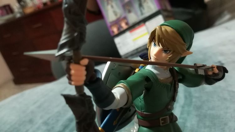 Figure Close-up Collectible Collectibles Standing Strength Weapon Zelda