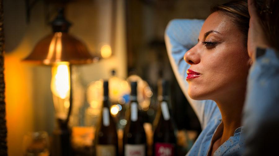 Close-up o woman with hand in hair at bar