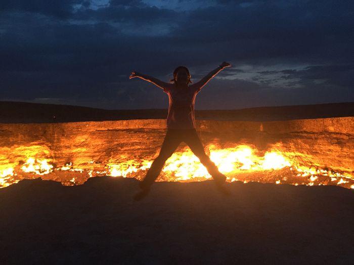 Bucketlist Darvazagascrater Wanderlust Adventure Doortohell Jumpingpic Planetearth Turkmenistan