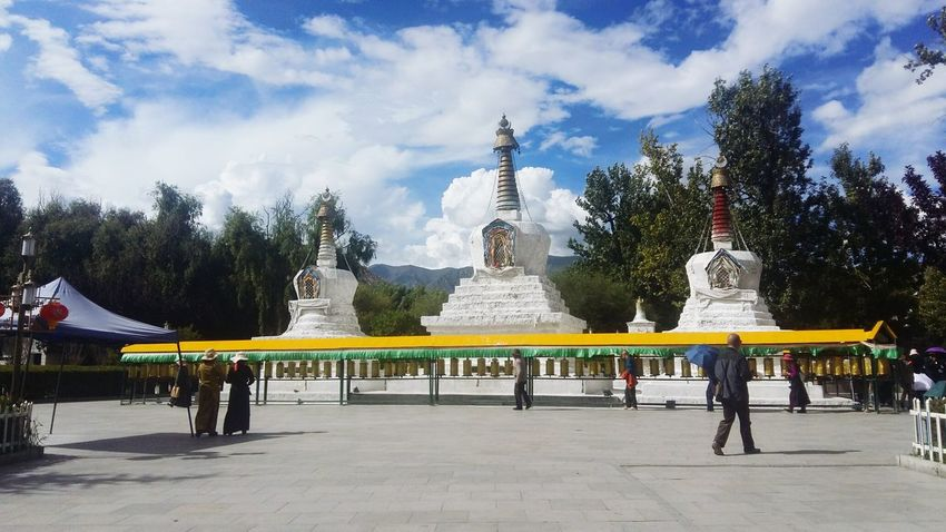Tibet Lhasa Ethnic 201708 Outdoors Beautiful Blue Sky Warm Beauty In Nature Tibetans Potala Palace Tree Place Of Worship Religion History
