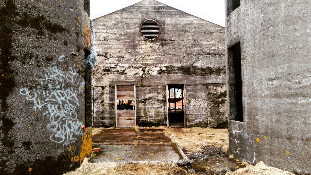 architecture, built structure, building exterior, abandoned, old ruin, damaged, day, bad condition, no people, indoors