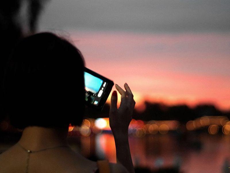 Creative Light And Shadow 影像里的晚霞 晚霞 摄影 拍照 背影 光晕