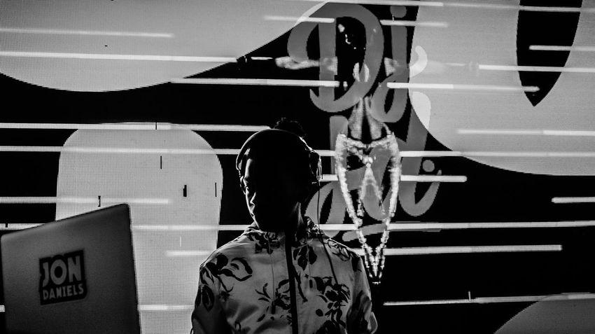 space gang Trap London EyeEm Best Shots EyeEmNewHere EyeEm Nature Lover EyeEm Gallery EyeEm Selects EyeEm Best Edits Black And White Jon Daniels Bread Glasses Music Eye4photography  EyeEm Best Shots - Black + White Headphones Summer EyeEmBestPics Dj Close-up