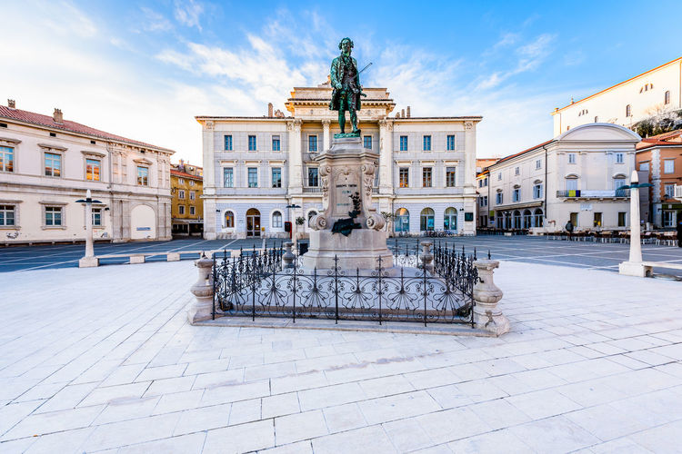 Tartini Square in Piran, Slovenia features a monument dedicated to Giuseppe Tartini, created by Antonio Dal Zòtto (1852-1918) in the year op 1896. Tartini square with town hall and City Library in Piran. The main market of Piran - old medieval town and major tourist attraction in Slovenia Mediterranean  Mediterranean Sea Slovenia Square Statue Tartini Square Tartinijev Trg Antonio Dal Zotto Architecture Building Exterior Built Structure City Day Fishing Giuseppe Tartini Landmark Monument Outdoors Piran Sky Summer Sun Town Town Square Travel Destinations