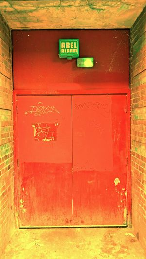 Somewhere in London LONDON❤ Somwhere Red Door Back Door Discover Your City Street Photography City Walk Pmg_lon