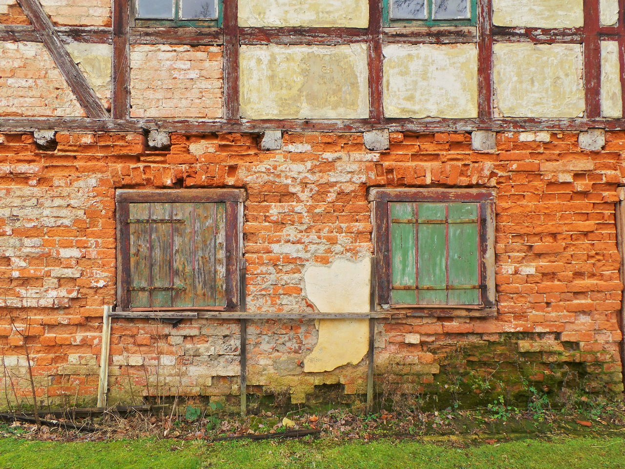 architecture, window, building exterior, built structure, brick wall, abandoned, weathered, door, no people, day, outdoors, rotting