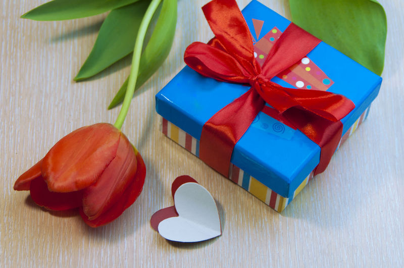 Flowers Flower Still Life Love Green Packing Blue Souvenir Red Gift Minimalism Heart Yellow Surprise Valentine Tulips Simple Box Loving Her With Love Bow Close-up Valentine's Day  No People Congratulate Copy Space Table Wood - Material