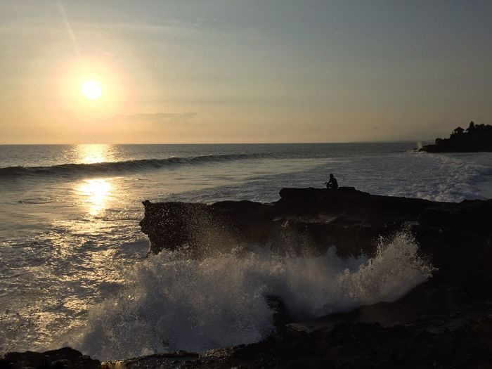 Sunset Tanah Lot Bali Splashing Waves Fisherman Silhouette Horizon Over Water Sea Sun Water Beauty In Nature Rock - Object Beach Majestic Wave