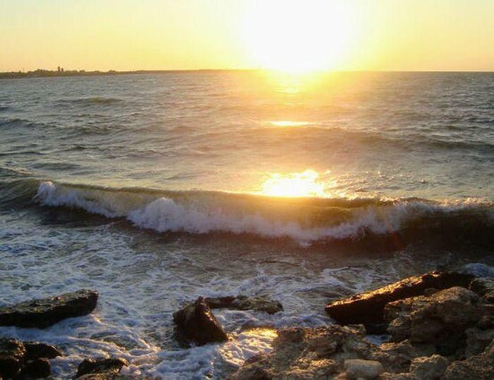 И снова море Черное...2011 Sunset Sun Sea Sunlight Wave Sunbeam Beach Beauty In Nature Nature Sunny Scenics Outdoors Water Sky No People Cloud - Sky Landscape Horizon Over Water Travel Destinations Vacations Markushkinaanush черноморск