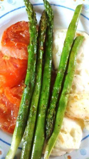 Vegetarian Food Tomatoes Asparagus Healthy Food Enyoing Life Foodporn Food Photography