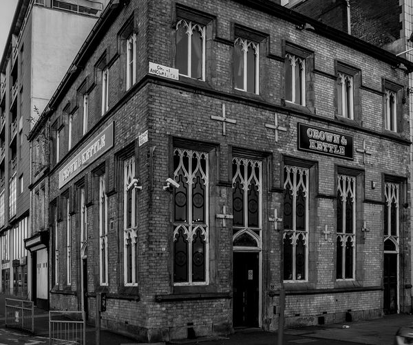 Crown and Kettle, Northern Quarter, Manchester Manchester Pubs Northernquarter Manchester In Manchester Black And White Monochrome Pubs Architecture