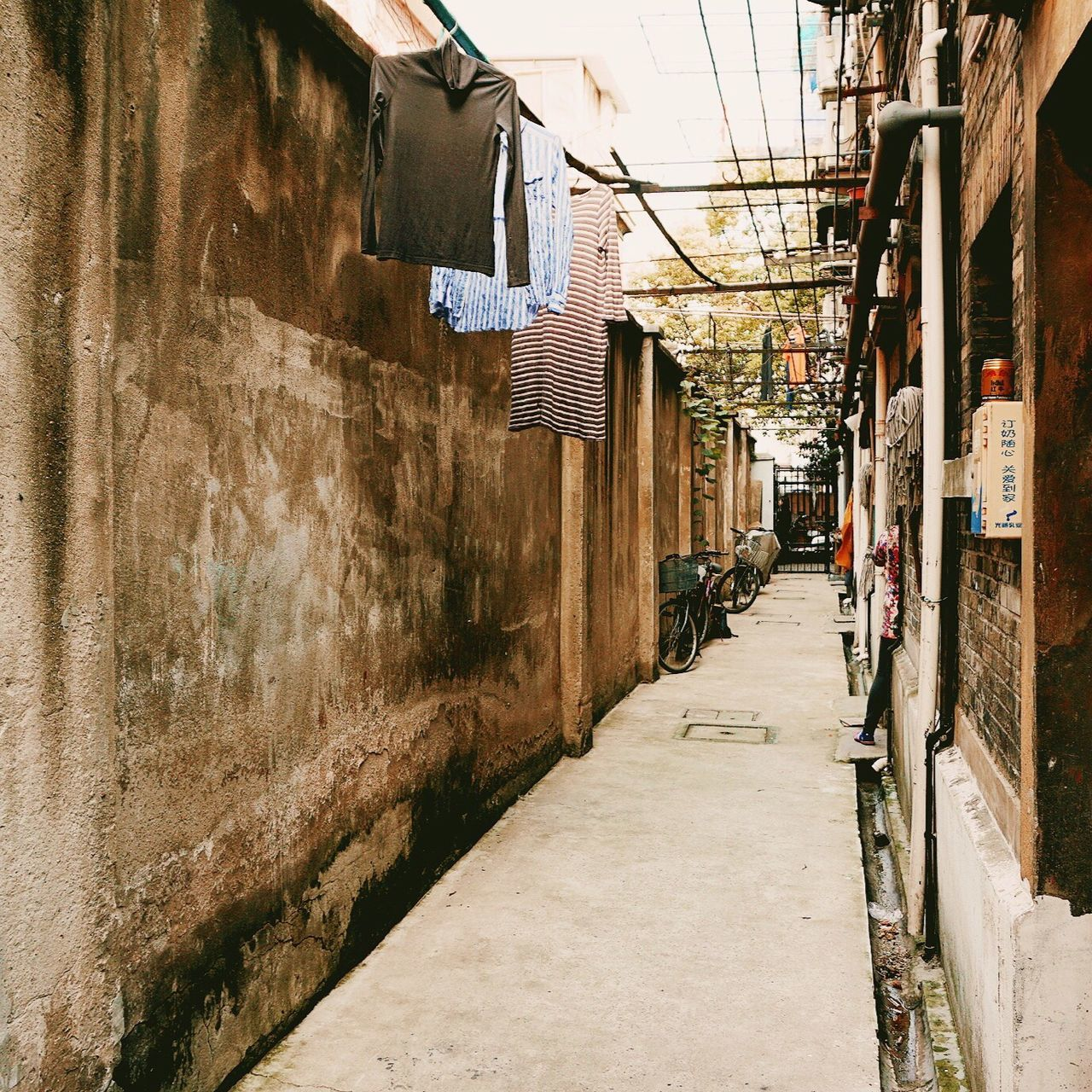 architecture, built structure, building exterior, the way forward, alley, day, outdoors, residential building, city, no people