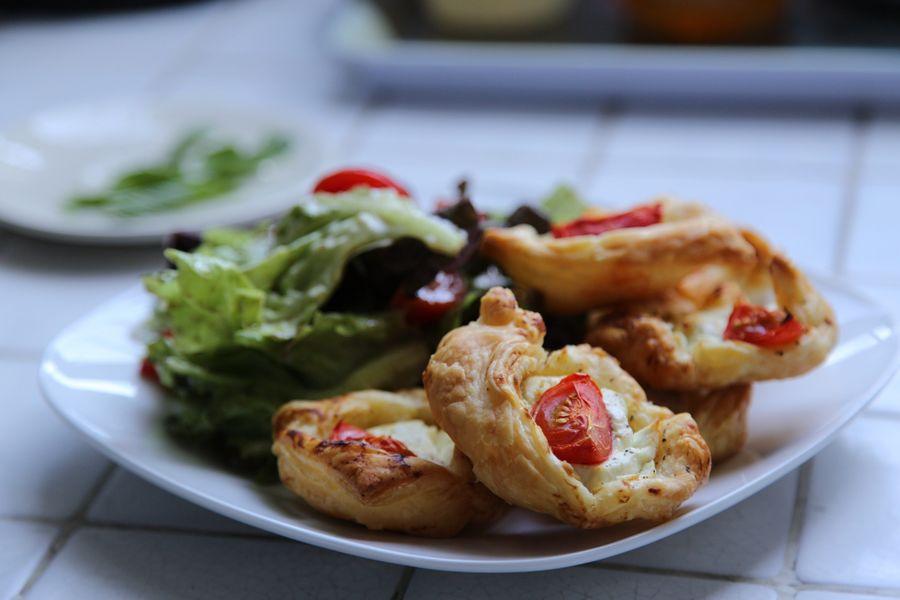 Feuilletés au Chèvre avec une salade. Cooking Food France Home