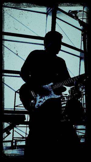Rock en el metro Rocking Out Rock On Playing Guitar Fender Albatros Rock En El Metro