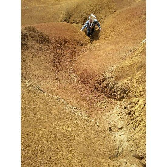 "Gurun pasir? Ga usah jauh-jauh klo pgn bikin video clip atau sekedar foto ala di Gurun Sahara. Bandung juga punya keleus.. Lokasi?? Ada di Buku ""Jarambah Bandung"".. Ridwanderful JarambahBandung DiBawahLangitBandung BandungIsMe"