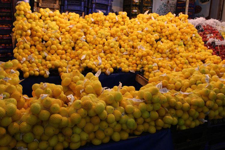 Lemons Lemon Grocery Yellow STAND Farmers Market Store Grocery Store Grocery Shopping Food Healthy Eating Health Fruit Savory Food Savory Savor Something Yellow Many