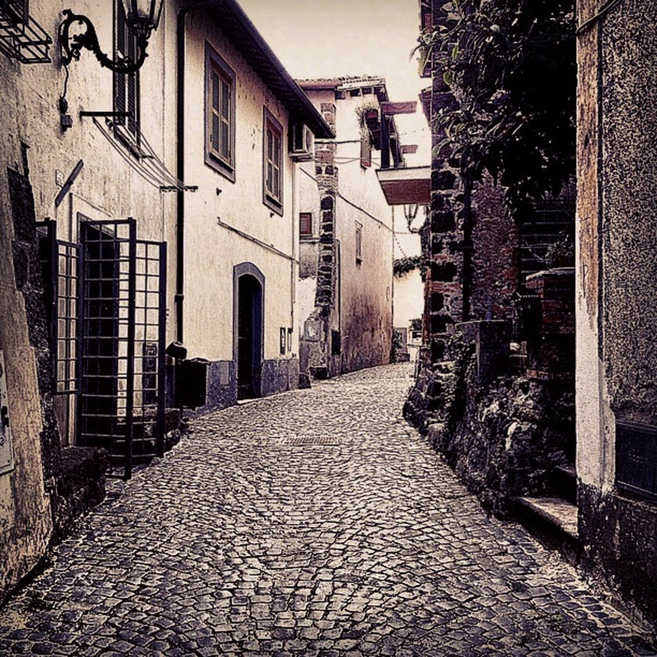 architecture, building exterior, built structure, the way forward, alley, cobblestone, diminishing perspective, street, residential building, narrow, residential structure, building, city, walkway, vanishing point, house, empty, footpath, pathway, long