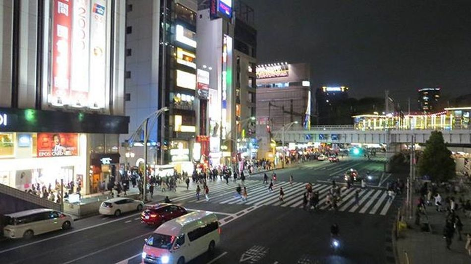 〘2016花見〙上野駅前交差点。喫煙スペースが近くてケムケム撮影。人たくさんだな。夜桜客多いのかな。(o^^o) Japan Journey Tokyo Ueno Crossroads 散歩 上野 交差点
