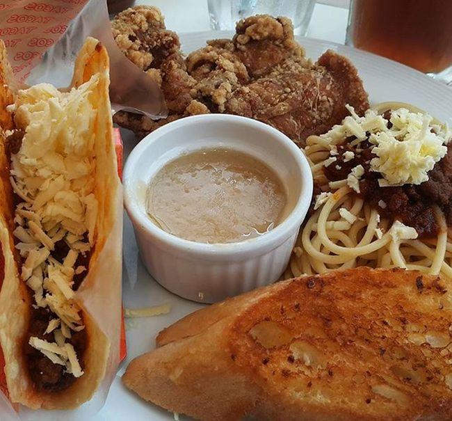 No veggie taco. Yes it's possible. 😊 🍝🍗 Tacos Spaghetti Panchicken Pancakehouseph Pancakehouse Lunch Makati Madeforyou Foodgasm Foodpornography Phonetography Galaxynote4 Screwthefilter