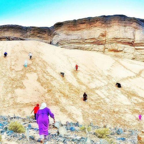 A l'assaut des dunes 🐫 🌴 Nikonfr Igersmorocco Marakech Igersmarakech Dune Igf_midiminuit136 Colors Nofilter Instagramers Ig_worldclub Ig_europe Ig_great_pics IGDaily Igersoftheday Igaddict Photobomb