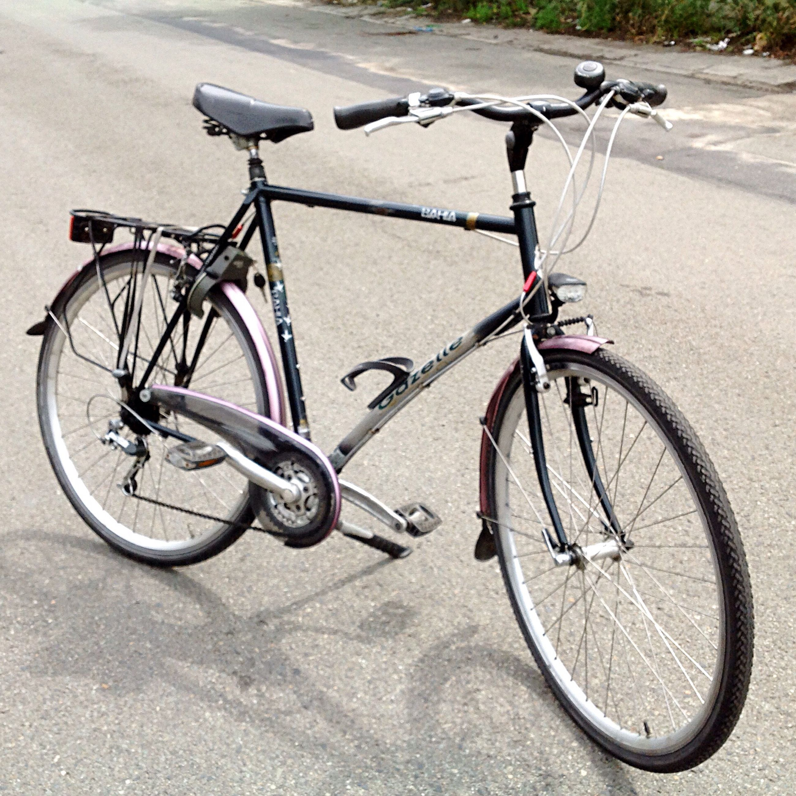bicycle, transportation, mode of transport, stationary, land vehicle, bicycle rack, day, outdoors, no people