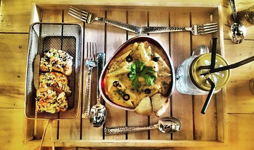 Foodie Pinkpastas Italianbrushetta Moodiiee Indibruges Tflers Lastdayofcollage2K15 Ahmedabaddiaries Fooddiaries LatePosting Photoholics 📷