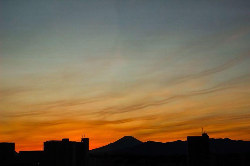 Dusk Dusk In The City Mtfuji Sunset Silhouettes Autumnsky Fujisan Lightandshadow