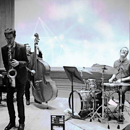 Jazz jazz jazz. 🎵👋👋 RainyDayBlues Má Recital Citycollege jazz trio classicdrummerface