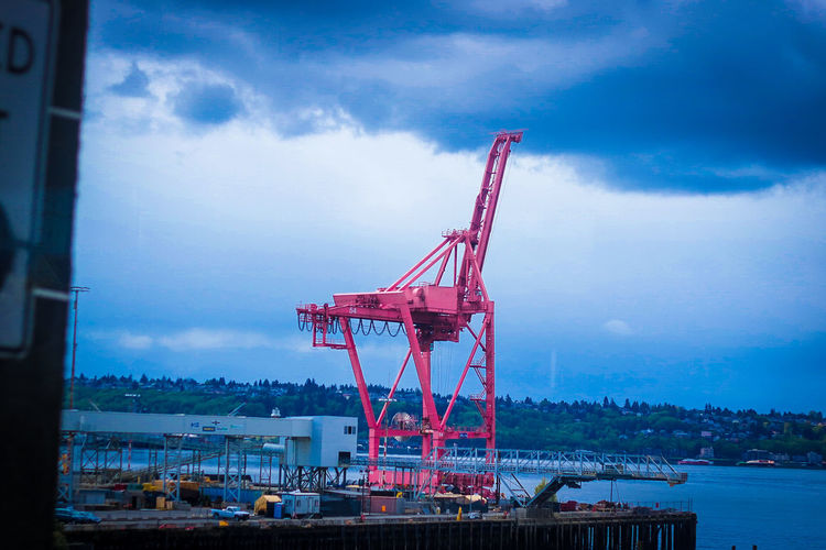 Giraffe Crane - Construction Machinery Cloud - Sky Sky Business Finance And Industry Outdoors Built Structure Construction Site Industry Water No People Red Sea Architecture City Day Manufacturing Equipment Cityscape Nature Shipyard Oil Pump Port Of Seattle Giraffe