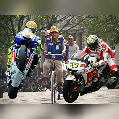 Go goooooo!!!!! Rossi Motorgp Rosi Fotolucu Fotounik Instagram Fotografer Sepatumurah_rumahan Jualsepatu