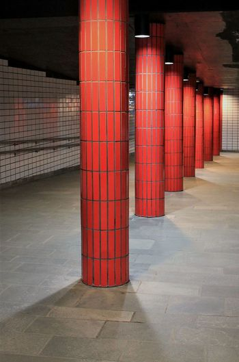 Red Architecture Built Structure Indoors  Train Station Oslo Travel Day Travelling Eyem Gallery Architecture_collection Railroad Station Indoors  Architecture