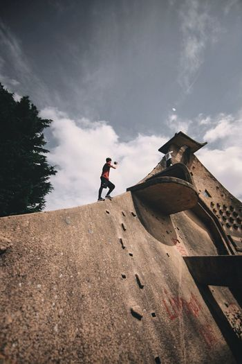 Lisses was EPIC! Exploring the birthplace of parkour and also getting to train on the famous Dame Du Lac. 🇫🇷 Street EyeEm Cool Taking Photos Open Edit Exploring Colours EyeEm Best Shots Check This Out VSCO Explore OpenEdit Urban Colors Taking Pictures City Street Photography France Vscocam Streetphotography Perspectives People Architecture Brutalism Parkour