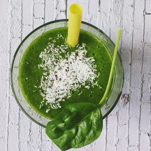 My first green smoothie ever: 200g ripe mango + 60g fresh spinach + 1tsp chia seeds + 250ml oat milk + some coconut flakes and chia seeds on top to make it look even more yum. I expected the worst but am actually surprised how good this is! Tastes mild, is not bitter at all and has just about the right amount of sweetness to taste good but not too much like a dessert. I am gonna make this again! Vegan Veganfoodporn Whatvegansdrink Whatveganseat Veganfood Greensmoothie Smoothie Spinach Spinat Green Cleaneats Healthychoices Healthyliving Yum Delicious Yummy Dessert Mango Vegansofig VeganGram Breakfast Brunch Juice Juicy My Favorite Breakfast Moment
