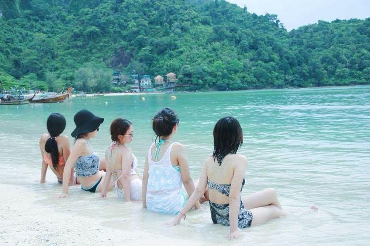 Summer Views Girls Beach Beachphotography Bikini Sea Enjoying Life Summertime Summer