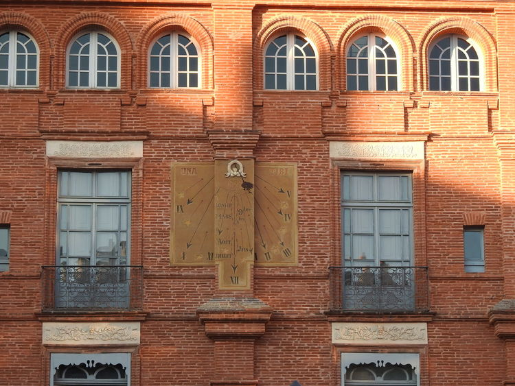Architecture Window Built Structure Building Exterior Brick Wall In A Row Repetition Outdoors Arch Day Weathered Obsolete No People Exterior Window Frame Façade Battle Of The Cities Montauban France Getting Inspired History Façade Brick Wall Low Angle View City
