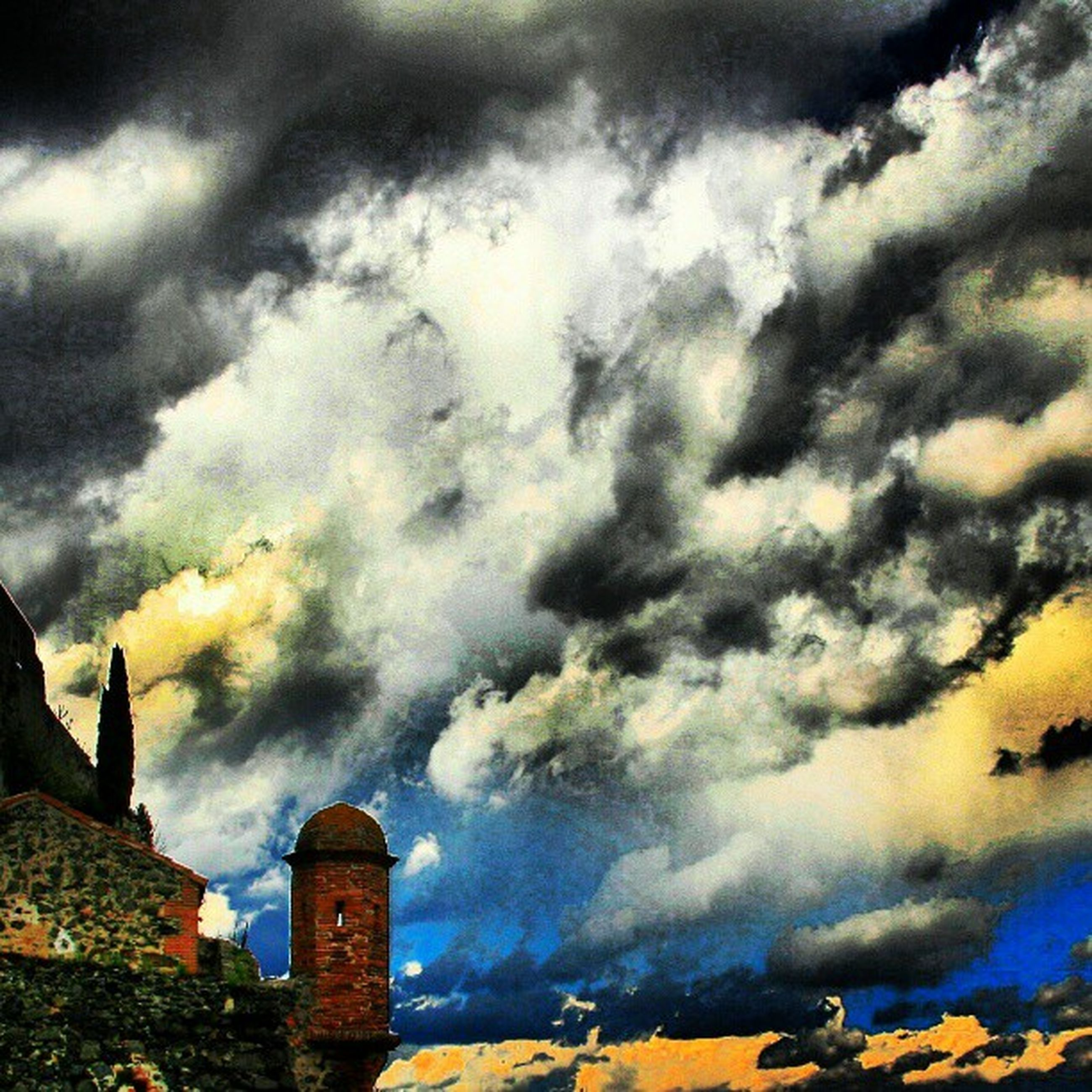 cloud - sky, sky, cloudy, building exterior, architecture, built structure, weather, overcast, low angle view, dramatic sky, storm cloud, cloud, cloudscape, sunset, nature, building, outdoors, no people, atmospheric mood, beauty in nature