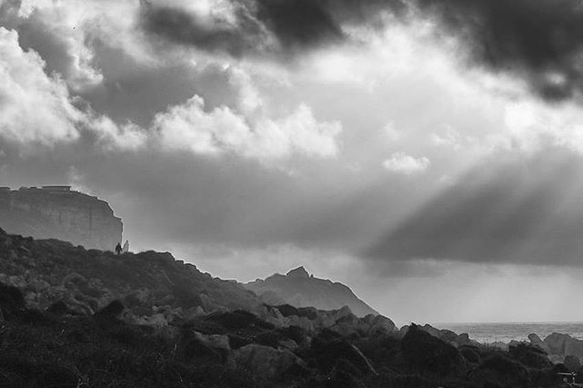 A winters walk. Chesilbeach Portland Lovedorset Visitdorset Jurassiccoast Thesea Dorset Blackandwhite Sunshine Sunrays Exploredorset