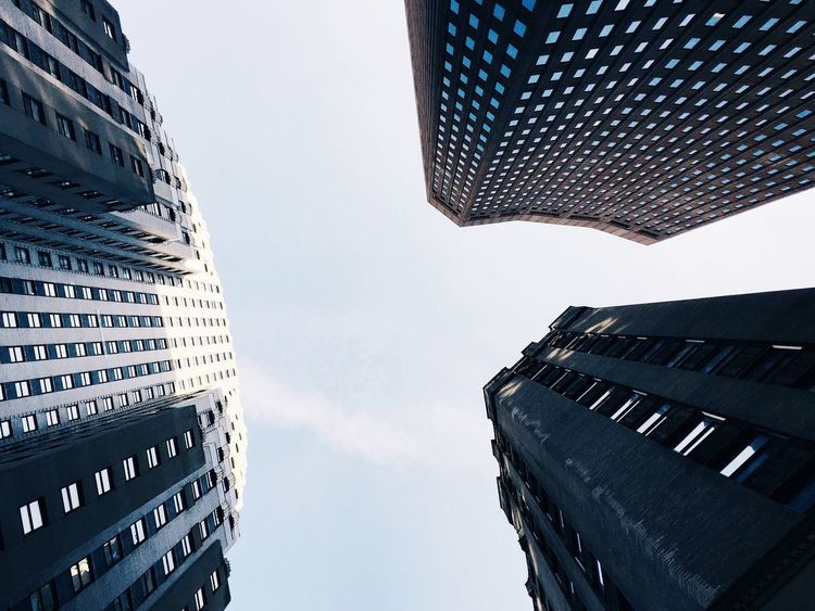 Tall buildings are friends. New York City Skyscrapers Lookingup Skyhigh Tall Buildings Architectural Detail Cityscapes Urban Landscape Big City Life Financial District  Travel Destinations Urbanexploration No People Simplicity Mood Captures EyeEm Deutschland The Architect - 2016 EyeEm Awards