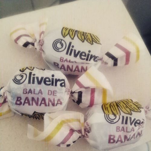 A tarde ficou um pouco mais doce...pq eu amo bala de banana? Será a coecidência de sobrenome...😍💫🙋💛🍬🍌Porummundocommaissabor Baladebanana