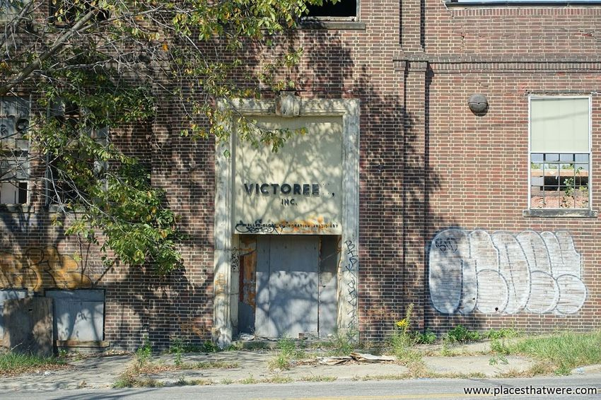 The door to Victoreen. http://www.placesthatwere.com/2017/11/victoreen-instrument-company.html Shadow Door Brick Wall Abandonedplaces Abandoned Abandonedfactory Victoreen Victoreeninstrumentcompany Rustbelt Urbanexploration Urbex Abandonedbuilding Abandonedohio Placesthatwere Factory Abandonedcleveland Cleveland Brick Graffiti Decay Built Structure Day Run-down Ghetto