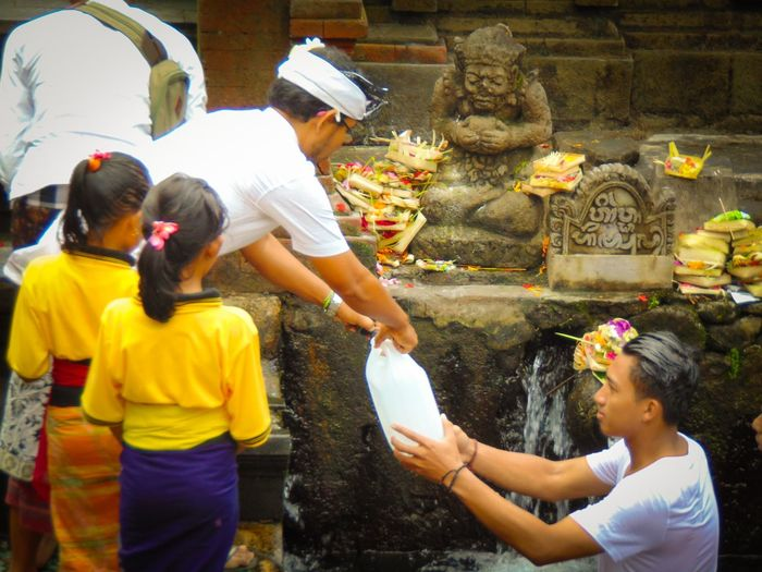 If you want to remove all your sins, just come and showering in Holy Water Tirta Empul, Bali, Indonesia :) Bali Cultures EyeEm EyeEm Best Shots EyeEm Gallery EyeEm Nature Lover Eyeemphotography Hindu Dharma Hinduism Holy Holy Water INDONESIA Offering Tirta Empul Tradition Travel Destinations Travel Photography Traveling Vacations Fresh On Eyeem