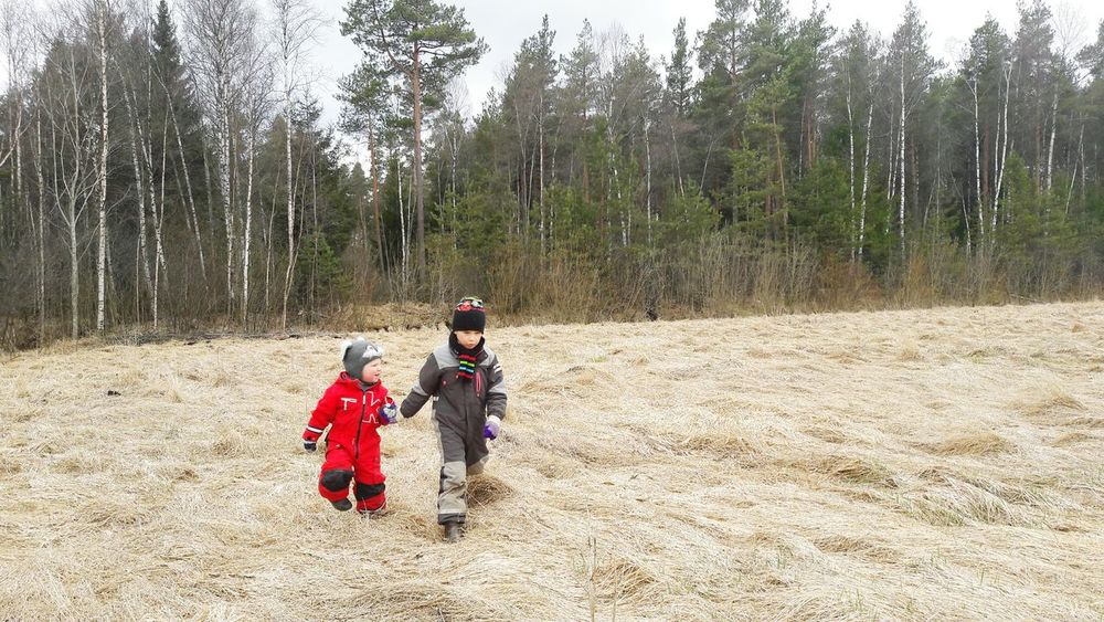 Childhood Boys Full Length Day Real People Child Outdoors Togetherness Tree Nature Cold Temperature Lifestyles Warm Clothing Friendship Children Only Springtime Nature Tree And Sky Countryside Real Life