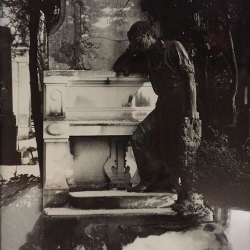 Wien, Zentralfriedhof, Grabmal Im Winter