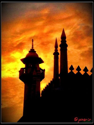 Sunset @ Masjid Sultan Sunset Clouds And Sky #sunset #sun #clouds #skylovers #sky #nature #beautifulinnature #naturalbeauty #photography #landscape Show Us Your Thirty