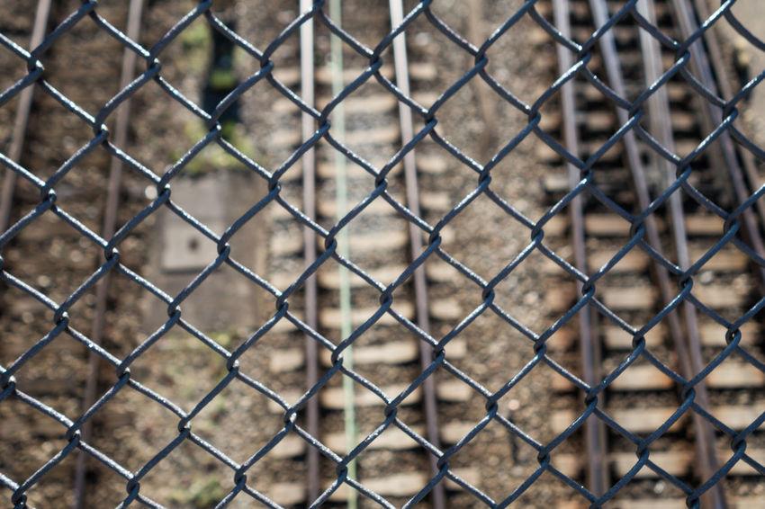 City Life Fence Maschendrahtzaun Mesh Wire Fence Rails Schienen Urban Zaun