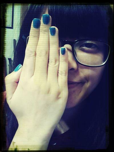 這款un藍色指甲油怎麼可以這~~~麼好看啊^^