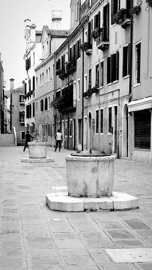Giochi a Ruga Do Pozzi Venezia #venice Blackandwhite Photography The Street Photographer - 2015 EyeEm Awards Eye4photography