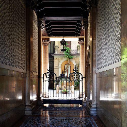 Milano Streetphotography Street Photography Street Door IPhoneography Strolling Walking Around Walking